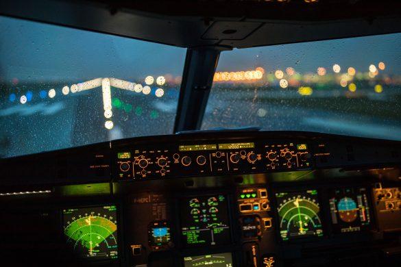 Kokpit dopravního letadla při startu